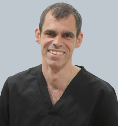 Dr. Carlos Galindo - Especialista en Implantes dentales y estética dental