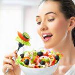 7 alimentos que manchan los dientes
